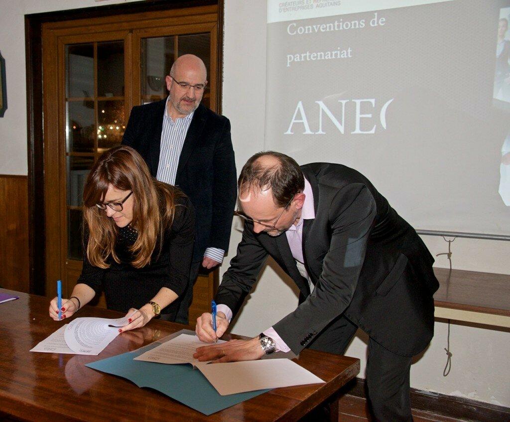 Firma acuerdo ANEC y CREA